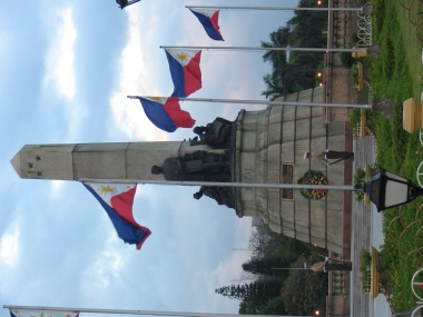 Marines guarding the Rizal monument